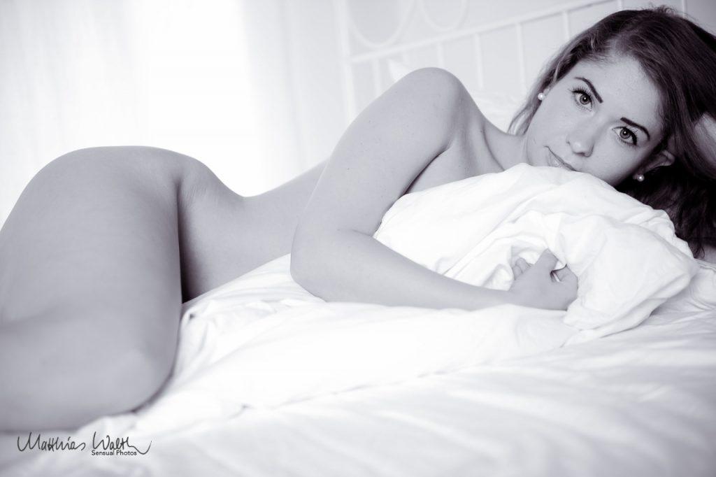 Akt Frau im Bett Fotostudio Hannover 6