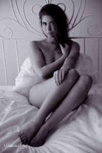Verdeckter Akt Frau im Bett Fotostudio Hannover 3
